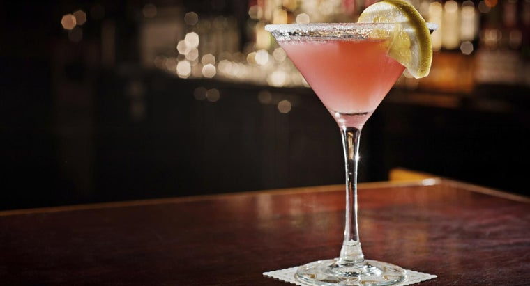 What Is the Recipe for a Classic Cosmo Martini?