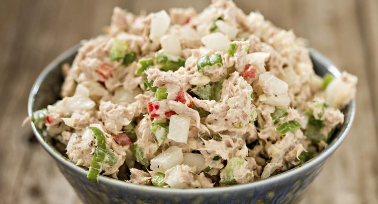 What Is a Simple Tuna Salad Recipe?