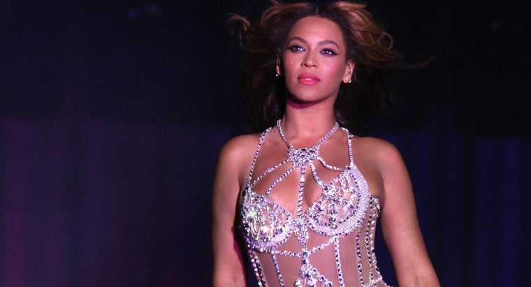 When Did Beyonce Take an Interest in Becoming an Entertainer?