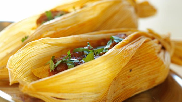 How Do You Make a Chili Sauce for Tamales?