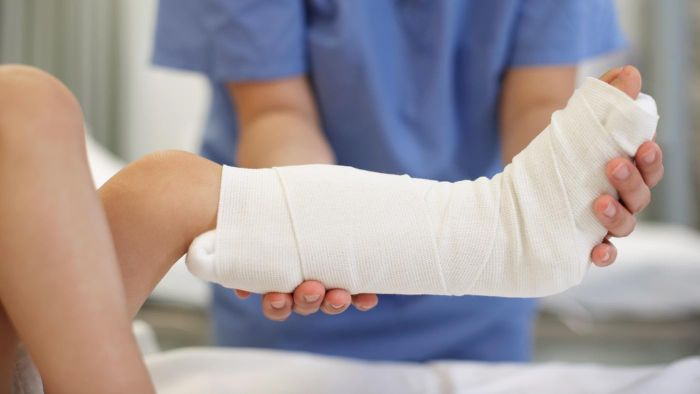 What Are Some Treatments for Foot Fractures?