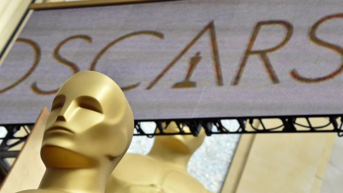 What are some good ideas for an Oscar-themed party?