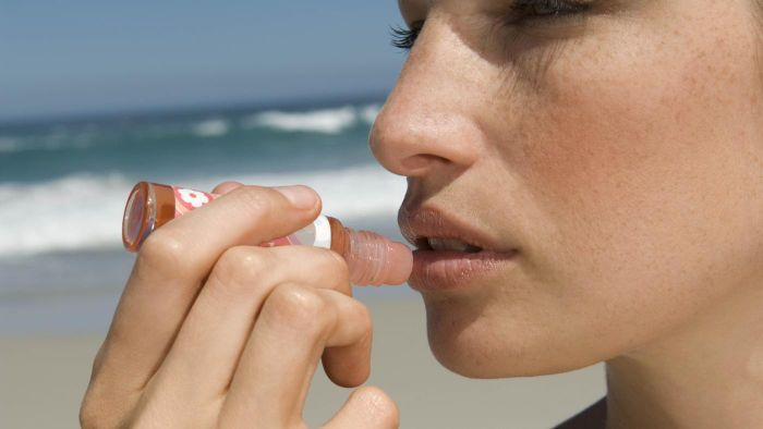What are the best home remedies for lip sores?