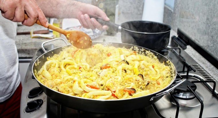 What Is a Good Recipe for Spanish Seafood Paella?