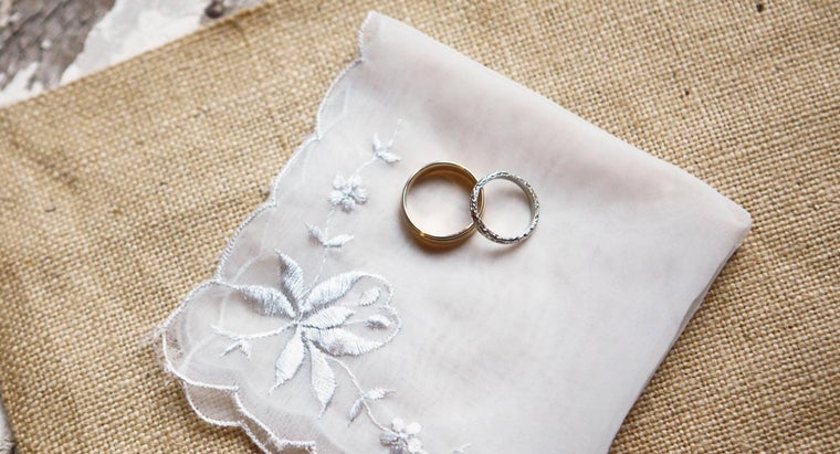 What Are Some Characteristics of Antique Wedding Rings?