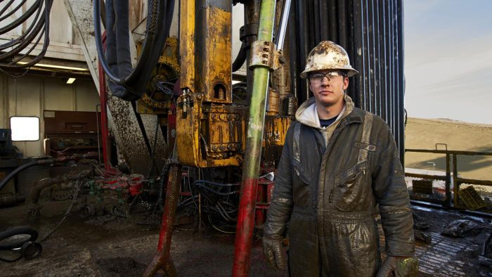 What Was the Average Salary for Oil Field Workers in 2015?