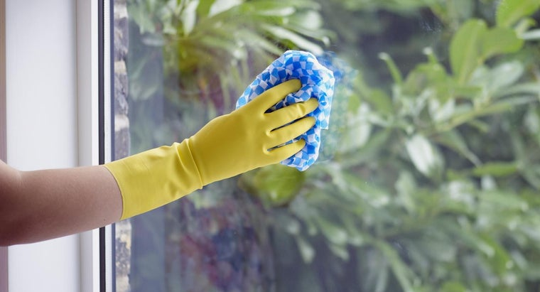 What Is a Good Recipe for Window Washing Liquid?
