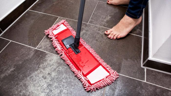 How do you use vinegar for cleaning floors?