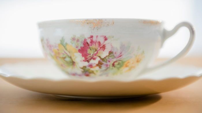 What Are Some Common Old-Fashioned Tea Cups?