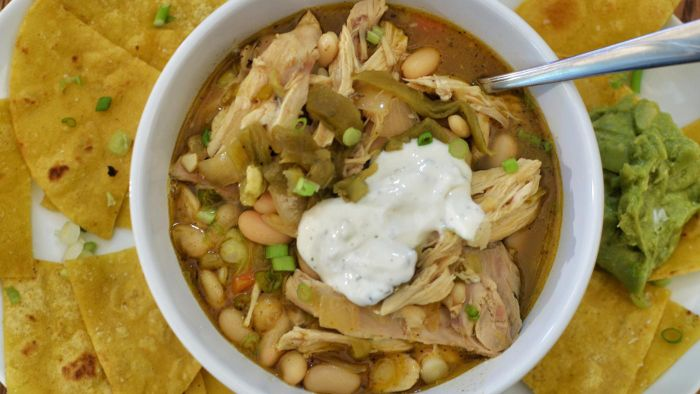 What is an easy chicken chili recipe?