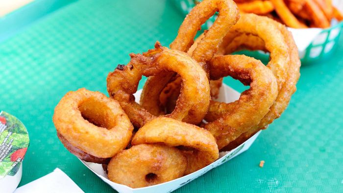 What Is an Easy Recipe for Onion Rings?