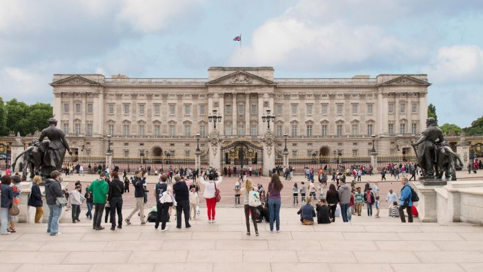 Does Buckingham Palace Offer Tours?