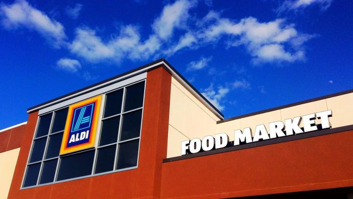 What is Aldi's return policy on its weekly special buys?