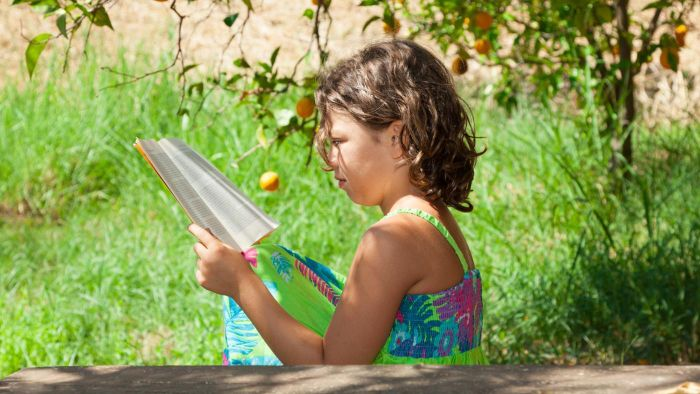 What are some sources of free reading programs for kids?