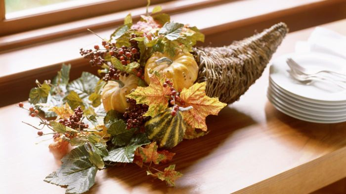 What Are Some Easy Holiday Centerpiece Ideas?