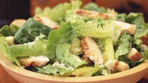 What Is an Easy Caesar Salad Recipe?