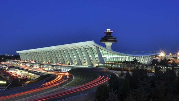 What Are Some Parking Guidelines for Dulles Airport?