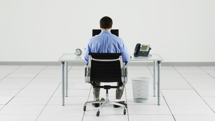 Can Sitting at a Desk for Prolonged Periods of Time Cause Severe Hip Pain?