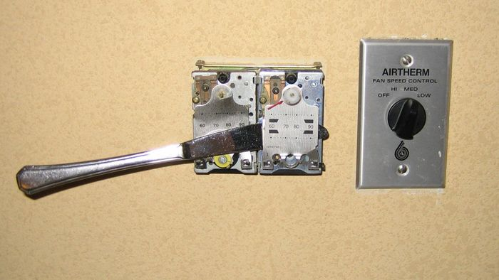 How Do You Repair an Air Conditioning Thermostat?