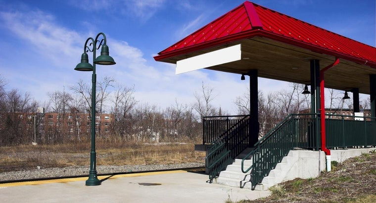 What Are Advance Purchase Options for Parking at Amtrak Stations?