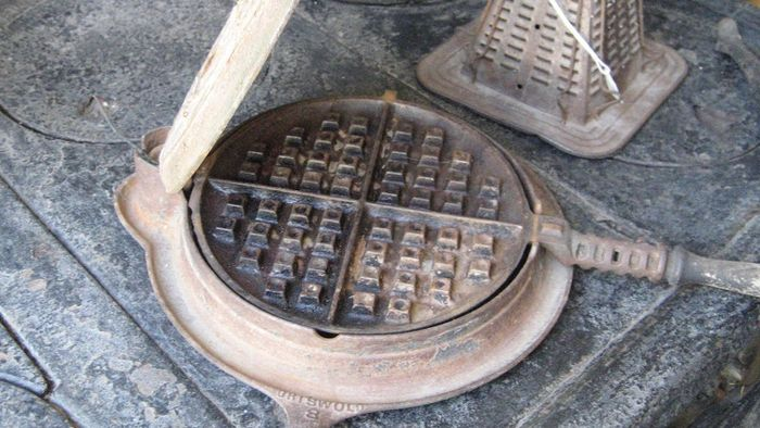 What Are Some Easy Recipes for a Waffle Iron?