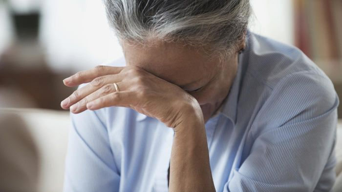 What Are the First Symptoms of Alzheimer's Disease?