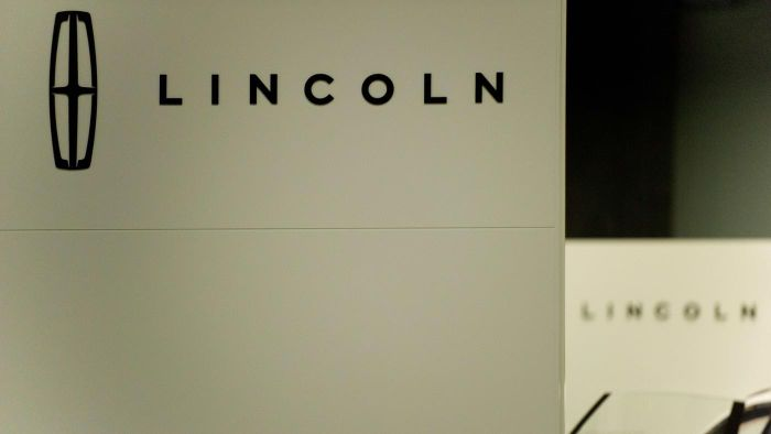 Is the 2015 Lincoln town car suitable for families?