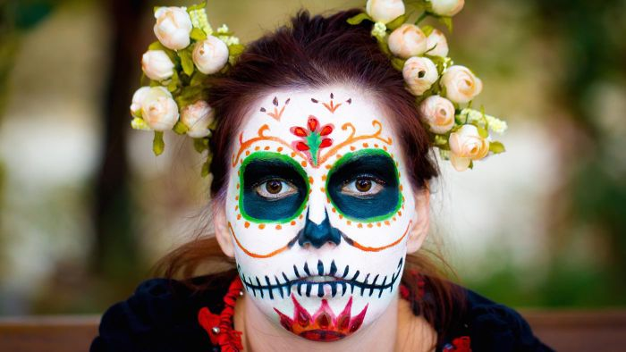 What are some Day of the Dead face painting designs?