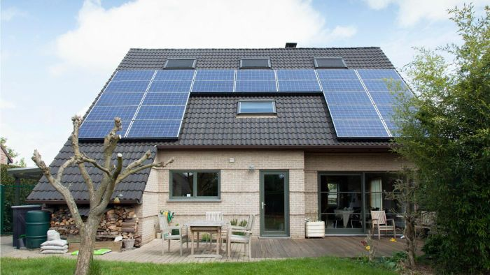 What Are the Differences Between Solar Shingles and Solar Panels?