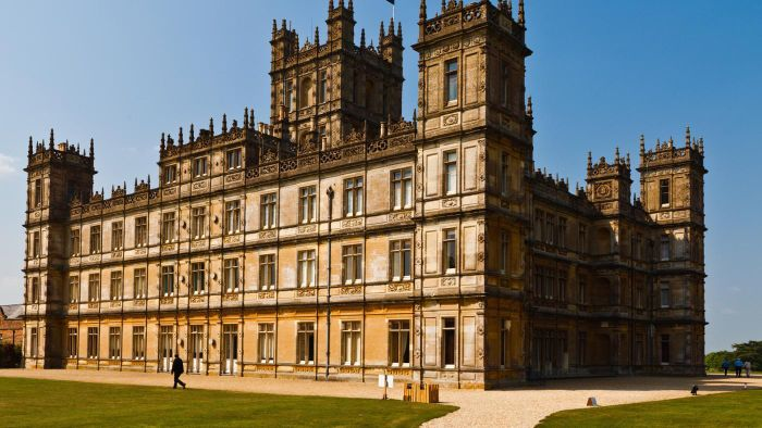 Who Stars in Downton Abbey?