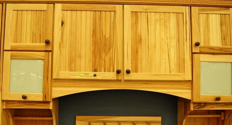 What Types of Kitchen Cabinets Are Available at Lowe's?