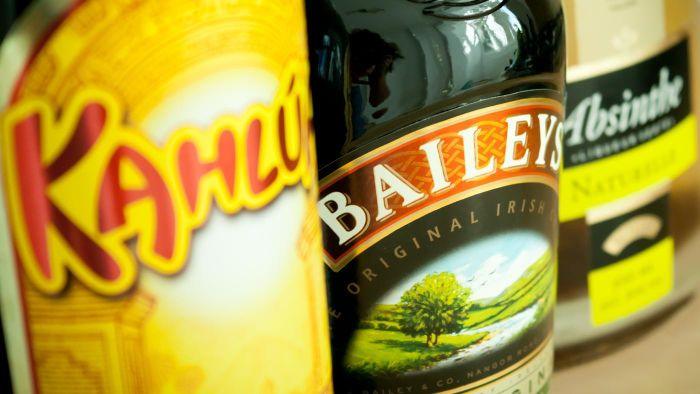 What Are Some Recipes for Irish Cream Drinks?