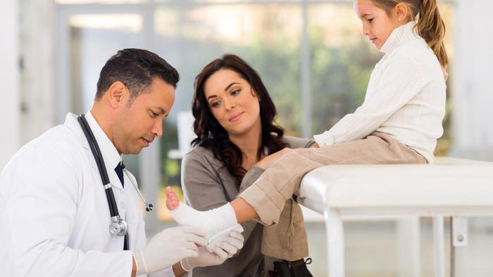 What Are Some Cures for Ankle Pain?