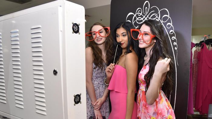 How do you do the photo booth challenge?