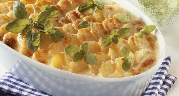 How Do You Make Cheesy Potato Casserole?
