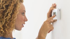 How do you reset a thermostat?