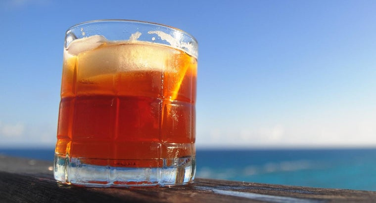 How Do You Make a Dark and Stormy Cocktail?