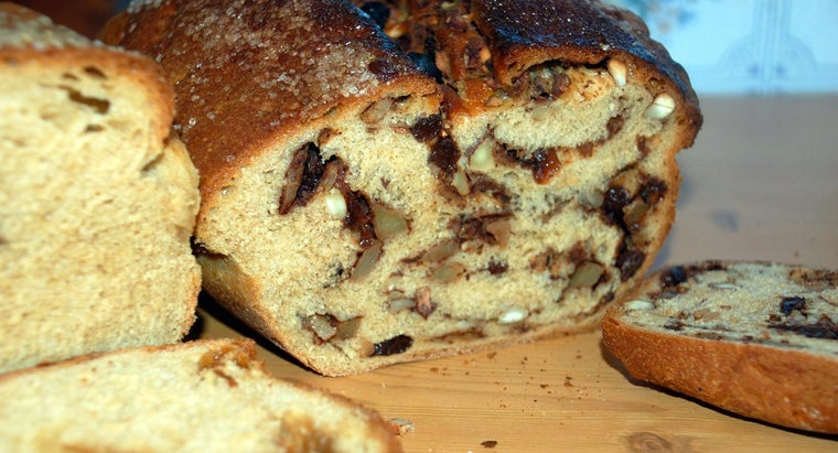 What Ingredients Do You Need to Make Apple Bread?