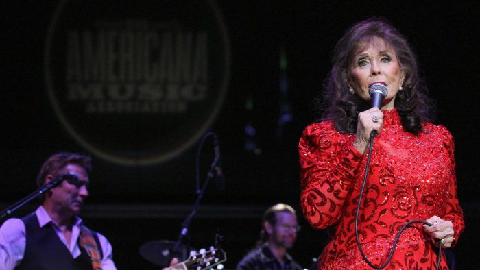 When Was Country Singer Loretta Lynn Born?