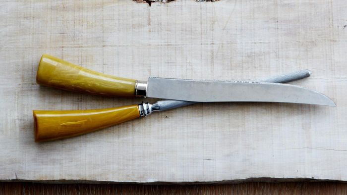 How Do You Find the Value of Antique Knives?