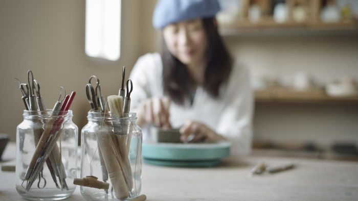 What are some crafts that use glass jars?