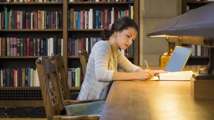 How Do You Find Grants Available for College Programs?