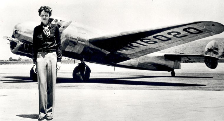 What Are Some Biographical Facts About Amelia Earhart?