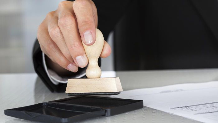 How Do You Become a Notary?