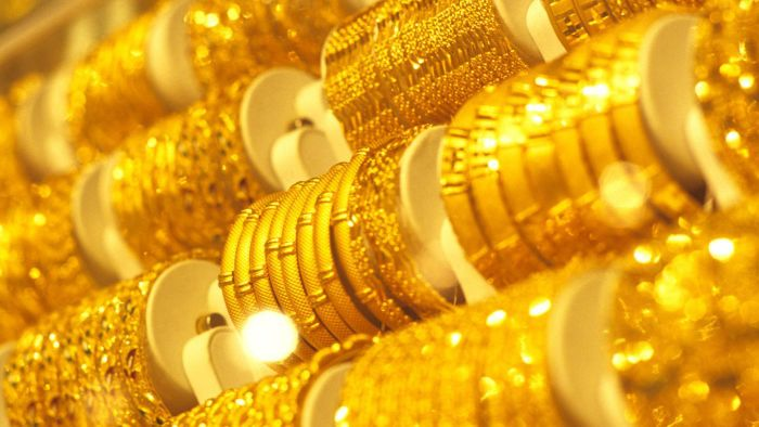 How Often Does the 18-Karat Gold Price Per Ounce Change?