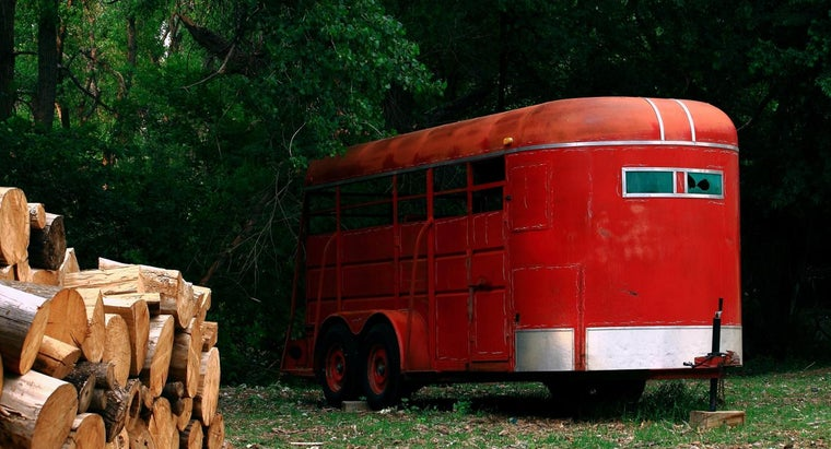 What Are Pros and Cons of Buying Repossessed Horse Trailers?