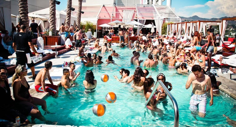 What Are Some Fun Games to Play in a Pool?