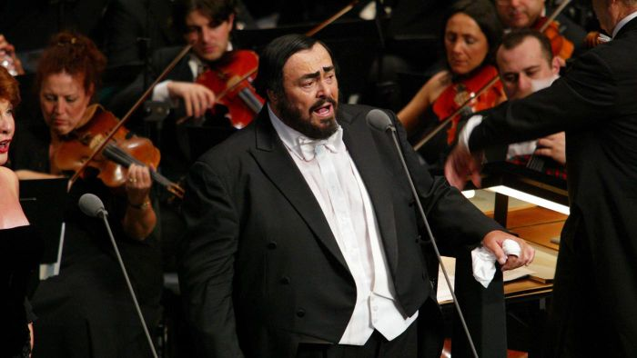 "When Did Pavarotti Sing ""O Holy Night""?"