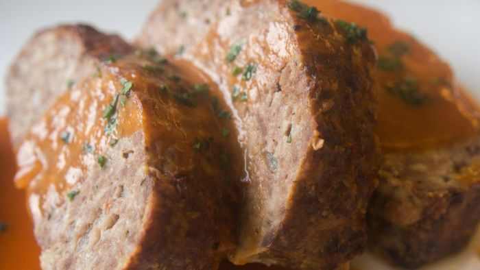 What Is a Recipe for Meatloaf Made With Ground Turkey?