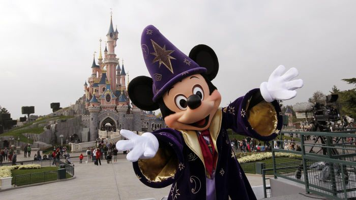 Is there a discount for Disneyland one-day tickets?